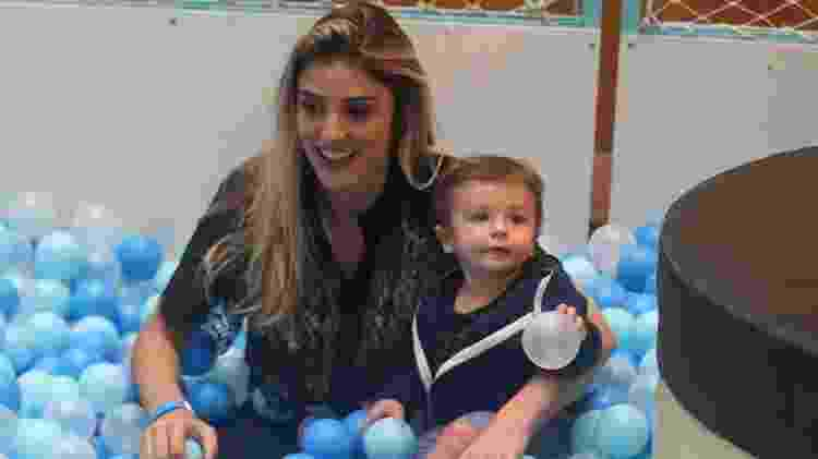 Rafa Brites brinca Com seu filho Roco em piscina de bolinhas - Ag.News - Ag.News