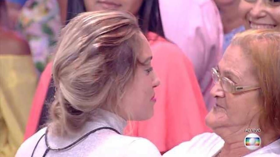 Dona Maria da Penha  diz que não lembra as palavras de Jéssica ao pé do ouvido na saída do Paredão com Kaysar - Reprodução/TV Globo