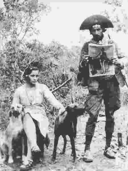 Maria, Lampião e os cachorros do casal - Benjamin Abrahão