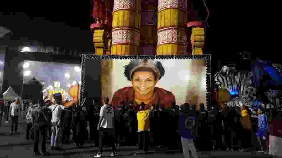 A vereadora Marielle Franco, assassinada há quase um ano no Rio de Janeiro, é homenageada pela Pérola Negra no Desfile das Campeãs - Paulo Pacheco/UOL