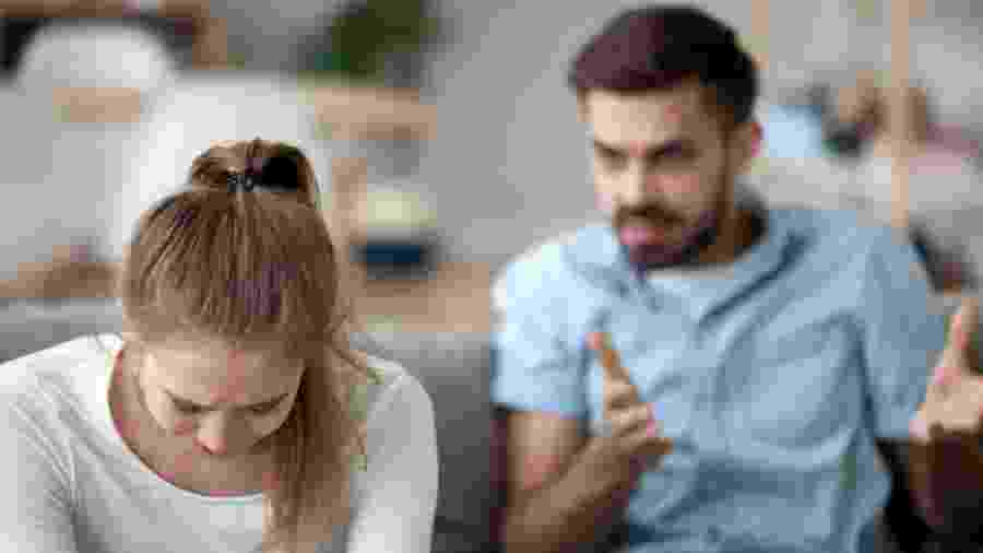 Gaslighting é o abuso psicológico sofrido pela mulher em uma relação - fizkes/iStock