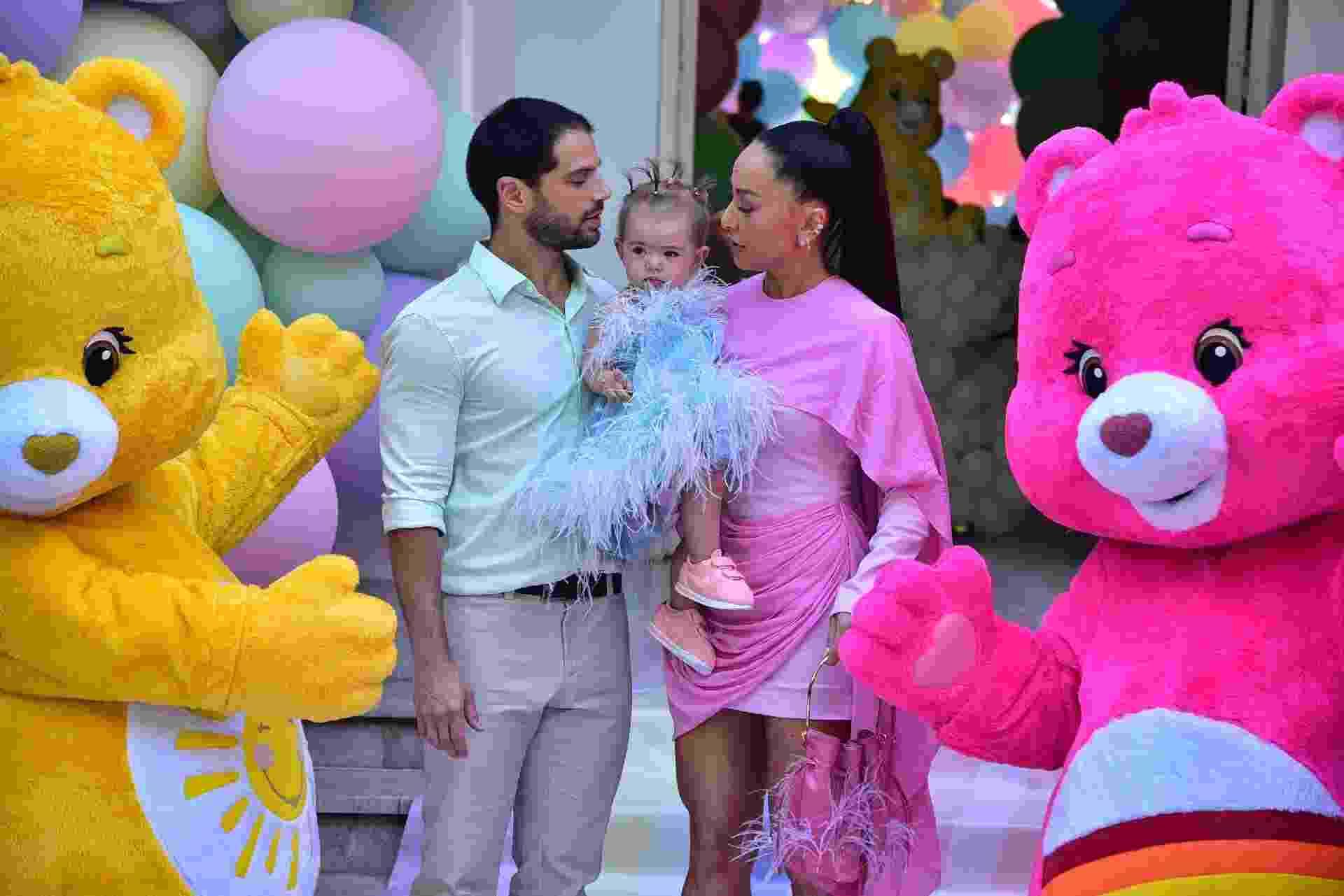 7.dez.2019 - Zoe com os pais, Duda Nagle e Sabrina Sato, em sua festa de aniversário - Marcelo Sá Barretto/Agnews