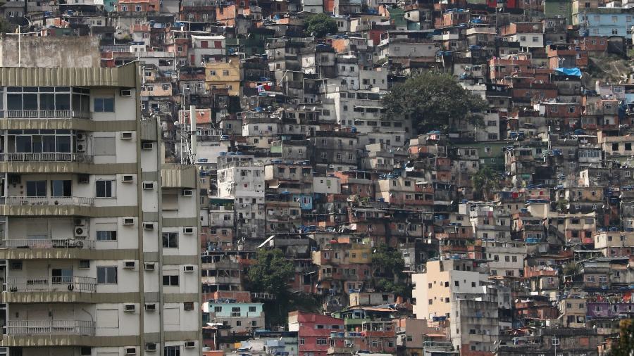 22.mar.2020 - Vista geral da favela da Rocinha durante a crise do coronavírus - Sergio Moraes/Reuters
