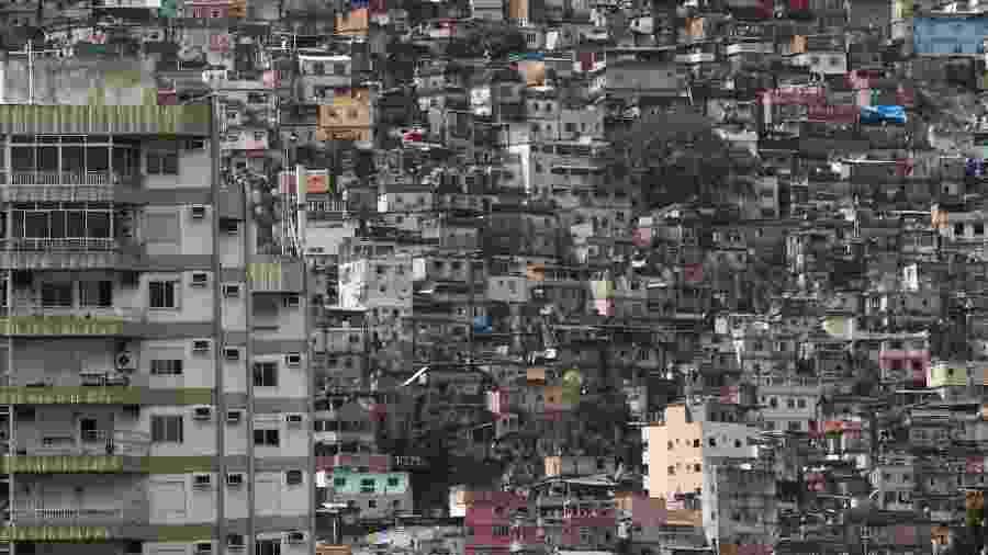 Além da Rocinha, já há confirmações em outras comunidades do Rio, como Cidade de Deus (1), Vidigal (1) e Complexo do Alemão (1) - Sergio Moraes/Reuters