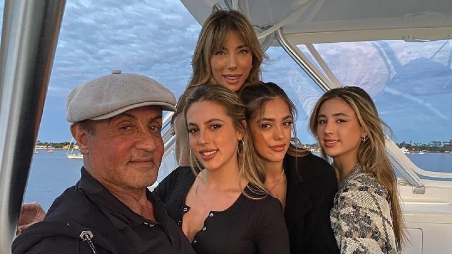 Sylvester Stallone, Jennifer Flavin e as filhas Sophia, Sistine e Scarlet. - Reprodução/Instagram @officialslystallone