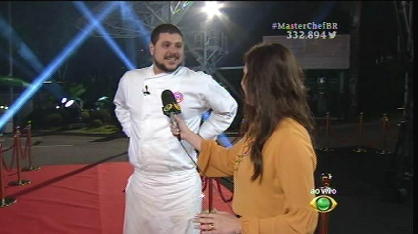 15.set.2015 - Já Raul chegou animado e sorridente para a última prova