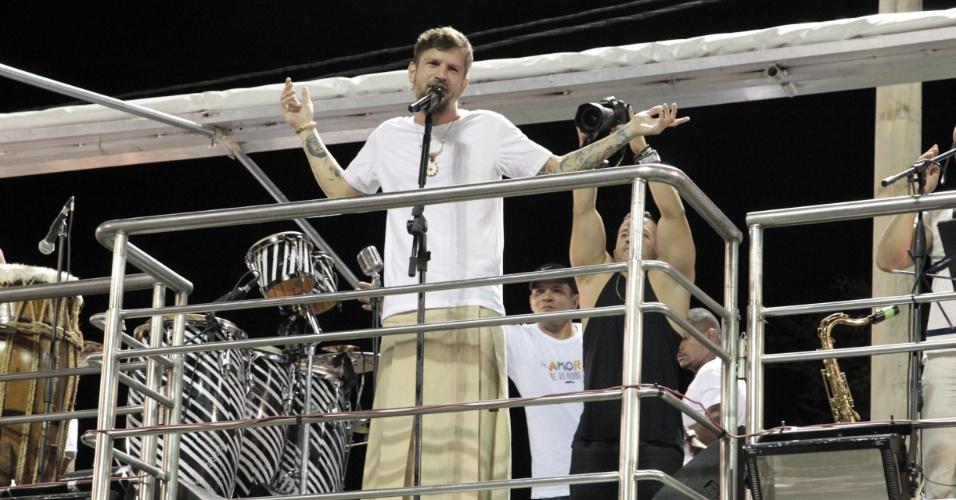 3.fev.2015 - Saulo Fernandes canta na abertura oficial do Carnaval de Salvador