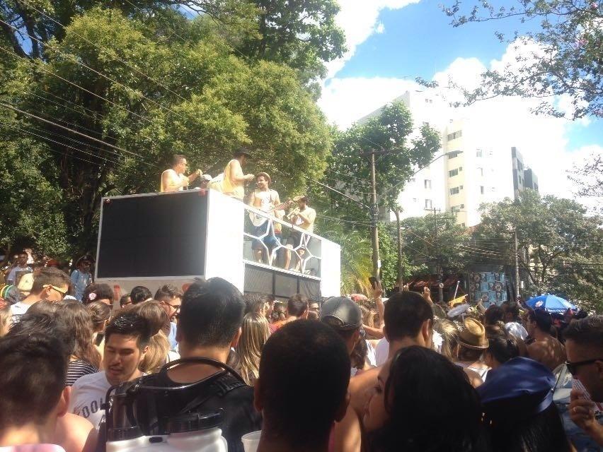 8.fev.2016 - Bloco Não Serve Mestre reúne cerca de 5 mil foliões na Vila Madalena, em São Paulo