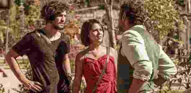 Santo (Domingos Montagner) contará a Olívia (Giullia Buscacio) que ela e Miguel (Gabriel Leone) são irmãos - Artur Meninea/TV Globo