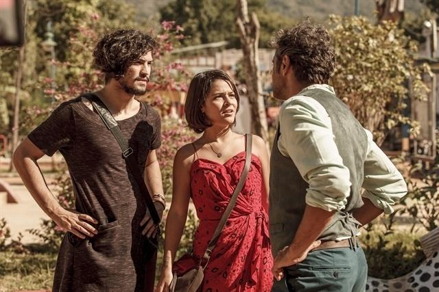 Santo (Domingos Montagner) contará a Olívia (Giullia Buscacio) que ela e Miguel (Gabriel Leone) são irmãos