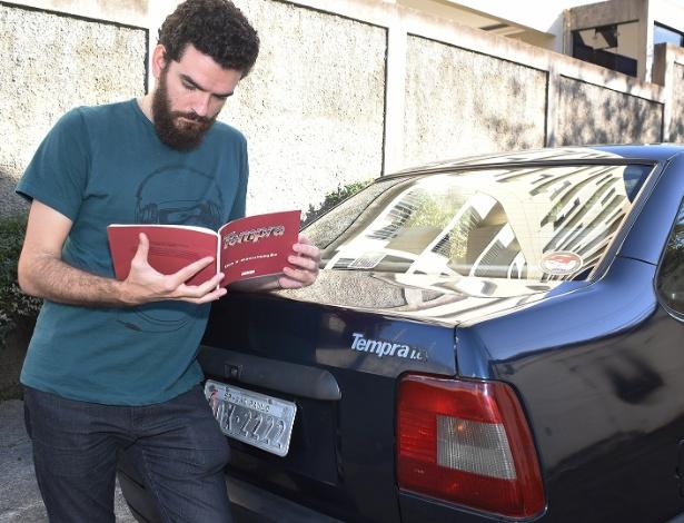 Manter livro no porta-luvas e, o mais importante, lê-lo ajuda a sanar pequenas falhas  - Murilo Góes/UOL