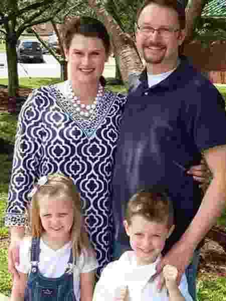 Jennifer e Aaron Wilson tiveram os gêmeos Belle e Abel após transferência de embriões - Reprodução/BBC - Reprodução/BBC