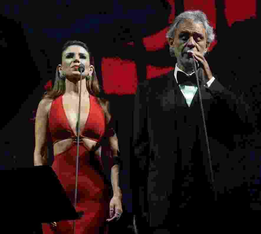 13.out.2016 - Paula Fernandes se apresenta com o tenor italiano Andrea Bocelli no Allianz Parque, em São Paulo - Francisco Cepeda /AgNews