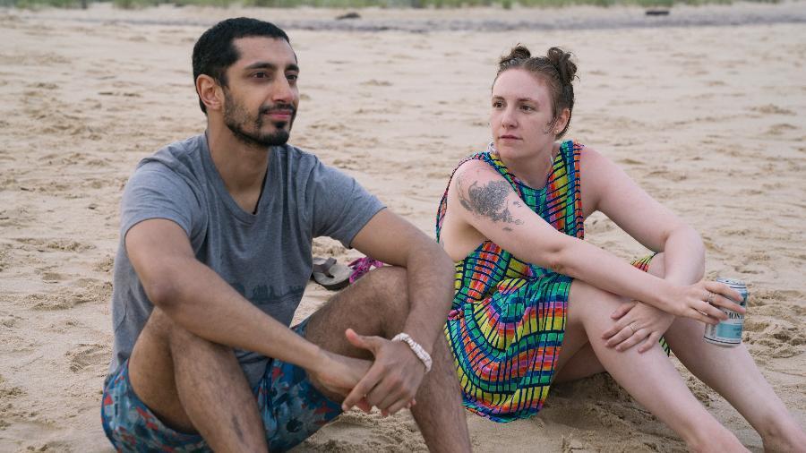 """Riz Ahmed e Lena Dunham em cena da sexta temporada de """"Girls"""" - Divulgação/HBO"""