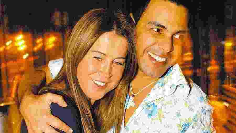 Zezé Di Camargo abraçadinho com Zilu Godói durante em 2006 - João Sal/Folhapress