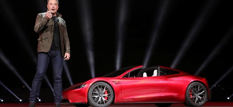 Elon Musk apresenta protótipo do Tesla Roadster, em evento de 2017 - Tesla/Handout via Reuters
