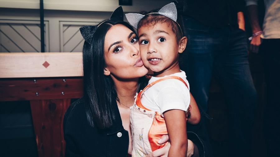 Kim Kardashian com a filha mais velha, North West - Getty Images