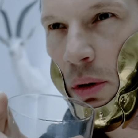 O eslovênio Yuri Bradac no videoclipe - Reprodução