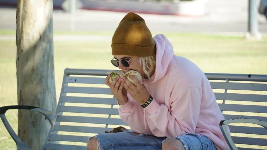 Sósia de Justin Bieber comendo burrito viralizou  - Reprodução