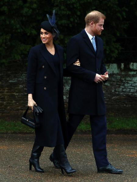 Meghan  Markle e o Príncipe Harry saem da Igreja de St Mary Magdalene após missa natalina - Reuters