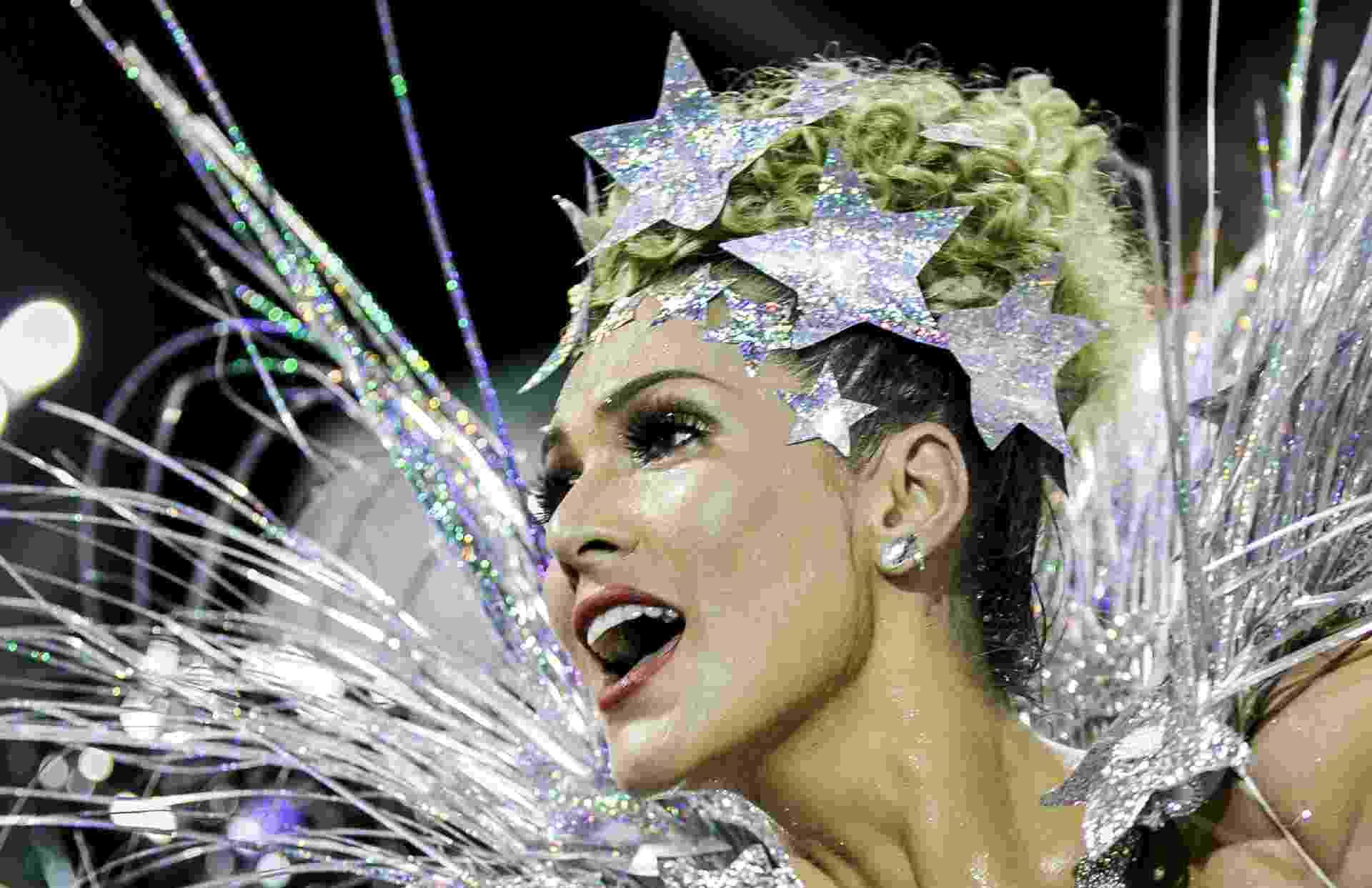 Lívia Andrade na Império de Casa Verde durante o Desfile das Campeãs de SP - Mariana Pekin/UOL