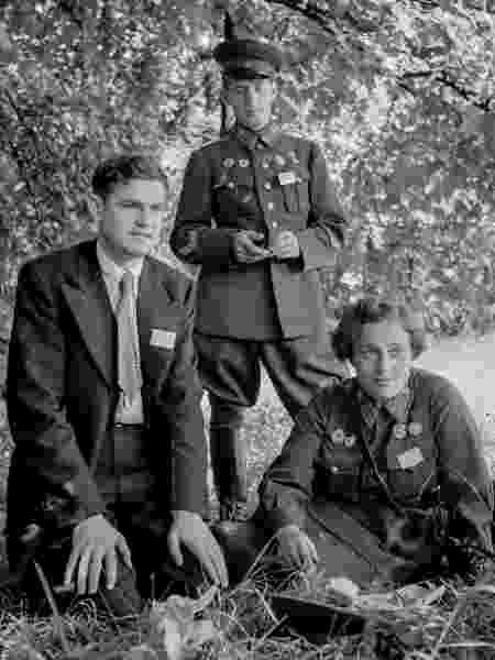 Após se afastar do combate, Lyudmila virou garota-propaganda e instrutora da União Soviética.  - Livraria do Congresso Americano