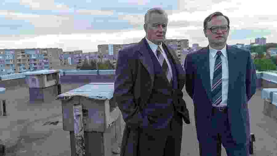 Jared Harris e Stellan Skarsgård em cena de Chernobyl - Reprodução