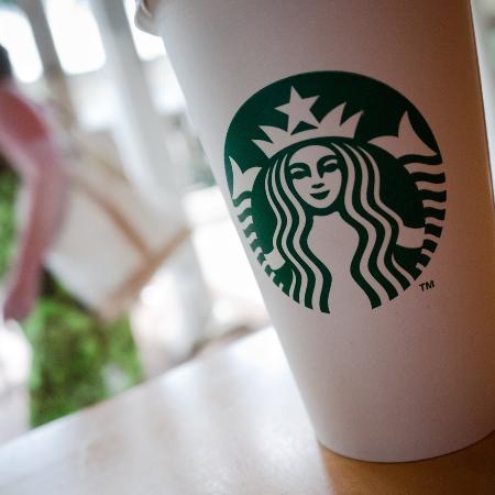 Embora as vendas tenham caído, os frequentadores da Starbucks estão gastando mais durante a pandemia e o pedido médio inclui mais itens - Getty Images