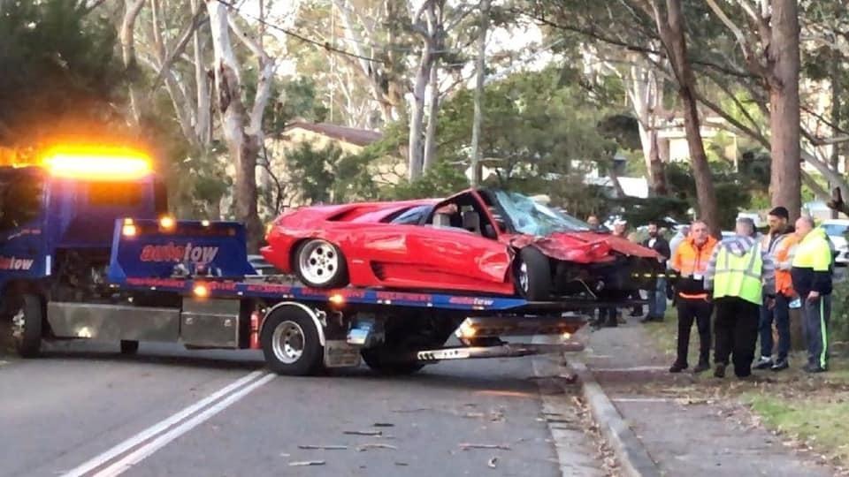 Lamborghini Diablo de R$ 2 mi é destruída em batida pouco