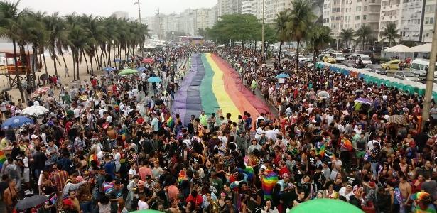 Diversidade | Apesar da chuva, Parada LGBTI do Rio reúne multidão em Copacabana