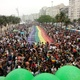 Apesar da chuva, Parada LGBTI+ do Rio reúne multidão na praia de Copacabana - Pauline Almeida/UOL