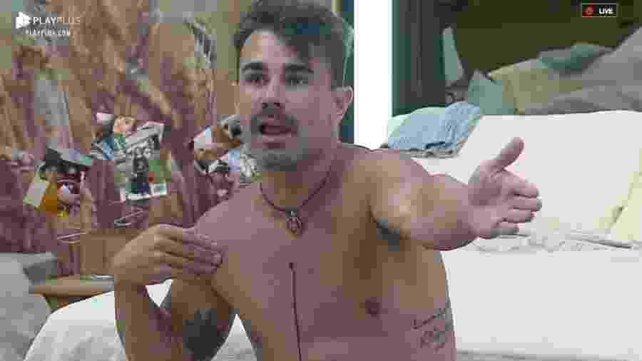 Jorge conversa com os peões em A Fazenda 2019 - Reprodução/PlayPlus
