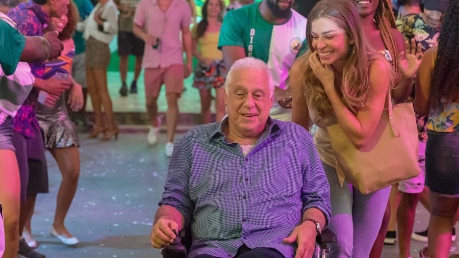 Paloma leva Alberto  à quadra da escola de samba Unidos do Bom Sucesso - Globo/Paulo Belote