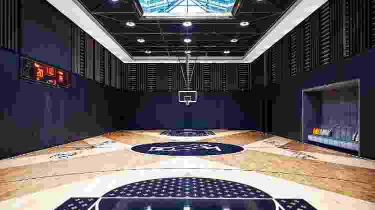 Quadra de basquete particular do cantor Drake ao 'estilo NBA' - Jason Schmidt/Architectural Digest - Jason Schmidt/Architectural Digest