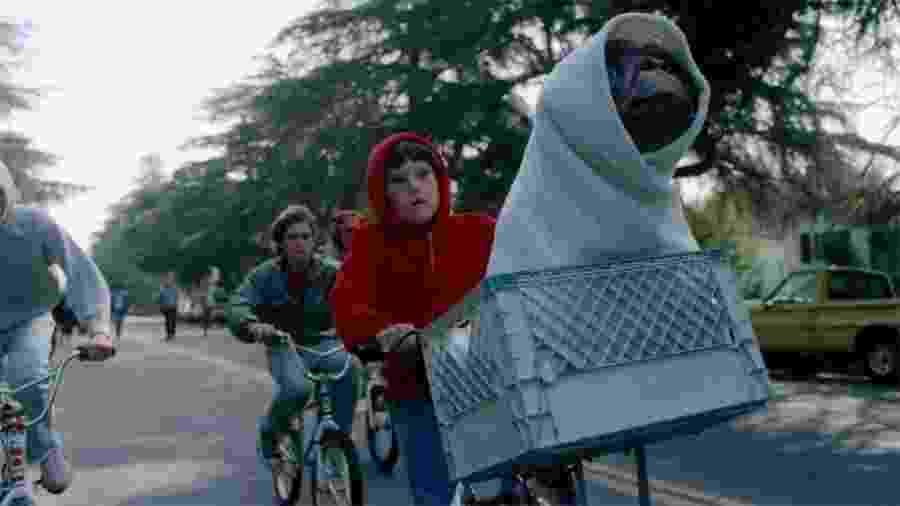 """Cena clássica de """"E.T. O Extraterrestre"""" (1982)  - Divulgação"""