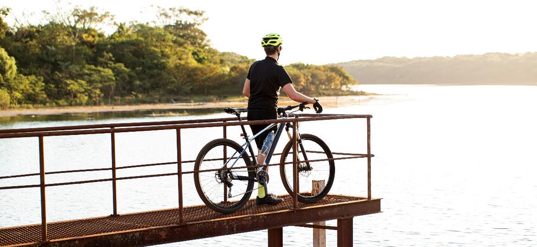 Passeios de algumas horas por trilhas ou viagens de longa distância estão entre as opções de roteiros de cicloturismo no Brasil - Getty Images