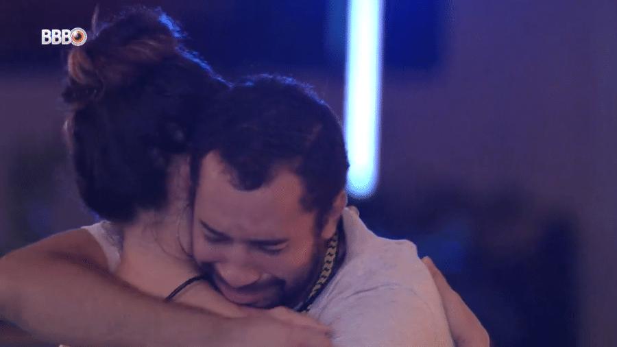 BBB 21: Gilberto chora ao abraçar Juliette - Reprodução/Globoplay