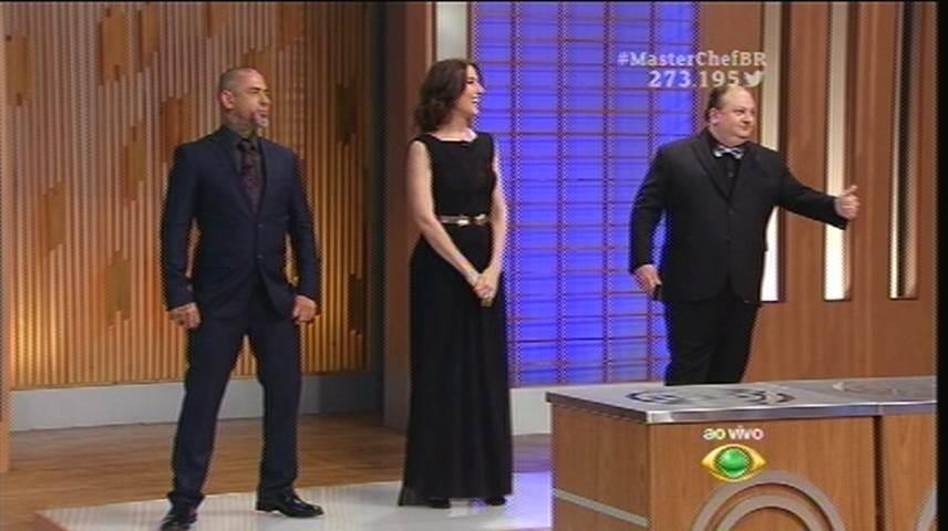 15.set.2015 - Além de Ana Paula, todos os jurados e os convidados também estão com a mesma roupa do último programa no dia 8 de setembro