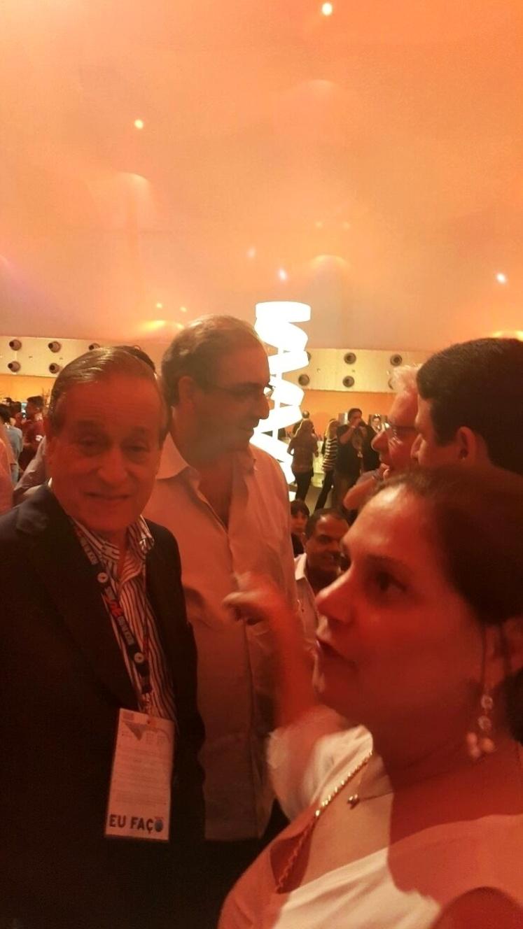"""20.set.2015 - O presidente da Câmara, Eduardo Cunha é vaiado ao chegar em camarote do Rock in Rio, mas disse não ligar. Questionado se seria mais aplaudido ou vaiado se subisse no palco, ele foi direto: """"Ah, eu acho que aplaudido"""""""