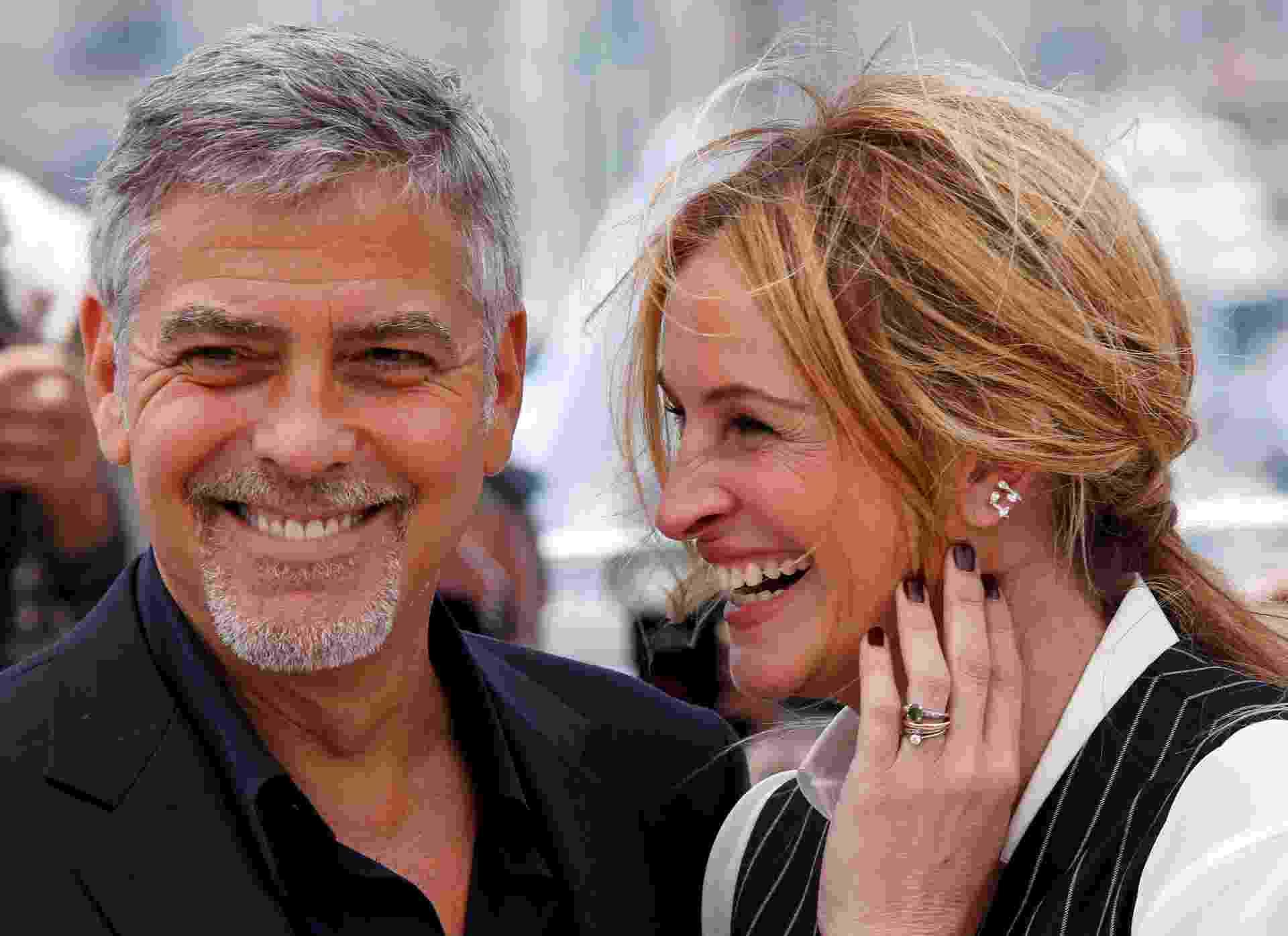 """12.mai.2016 - Julia Roberts e George Clooney posam juntos na sessão de """"Jogo do Dinheiro"""", de Jodie Foster, no Festival de Cannes 2016 - REUTERS/Yves Herman"""
