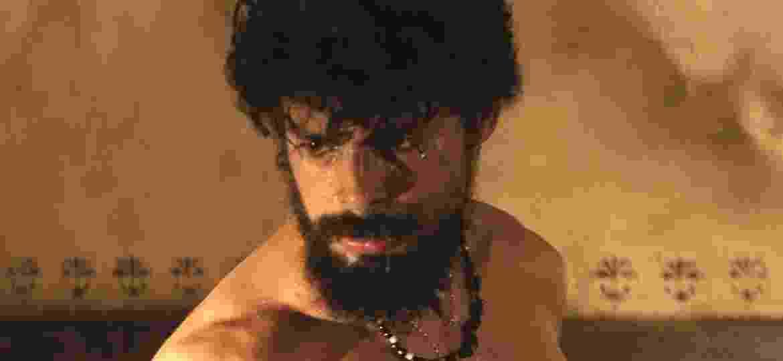 """Cauã Reymond como Omar em cena de """"Dois Irmãos"""" - TV Globo/Divulgação"""