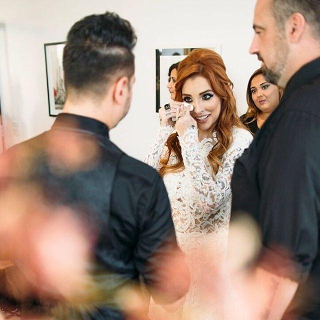 """Clara Aguilar, ex-participante do """"BBB14"""", chora durante seu casamento com o engenheiro de som e produtor musical Giu Draga, em São Paulo"""