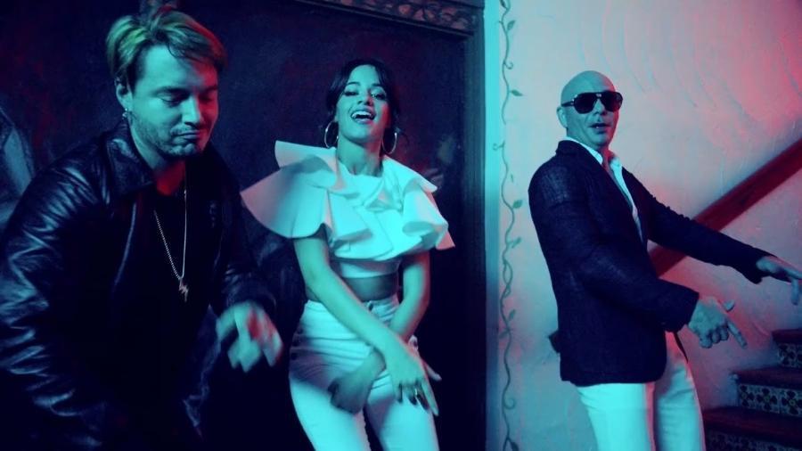 """Camila Cabello, Pitbull & J Balvin no clipe de """"Hey Ma"""" - Divulgação"""