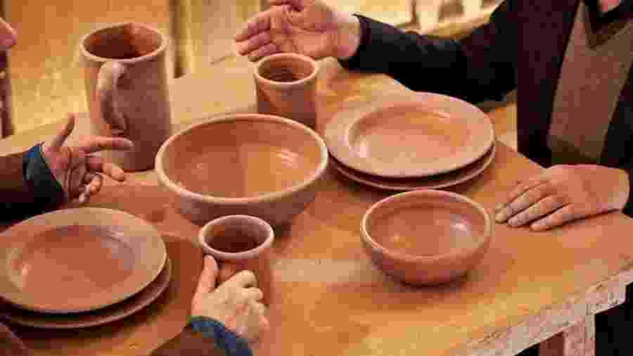 Você comeria nesta cerâmica feita a partir de cocô de vaca? - Divulgação