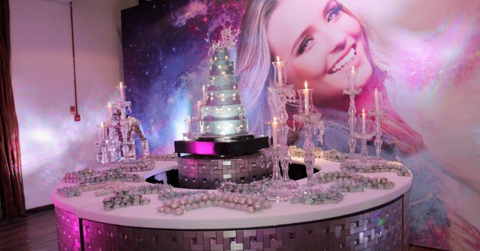 Larissa Manoela comemora 10 milhões de seguidores com festa luxuosa