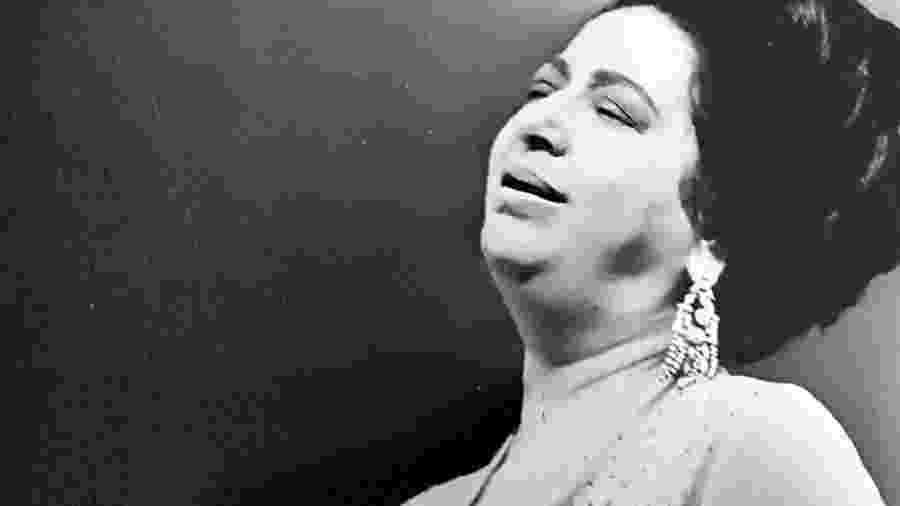 A cantora egípcia Umm Kulthum (1898-1975), que fez história na TV saudita  - Reprodução