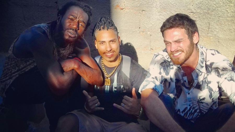 """Nathan Sena nos bastidores de """"A Força do Querer"""" com Jonathan Azevedo (Sabiá) e Emilio Dantas (Rubinho) - Arquivo pessoal"""