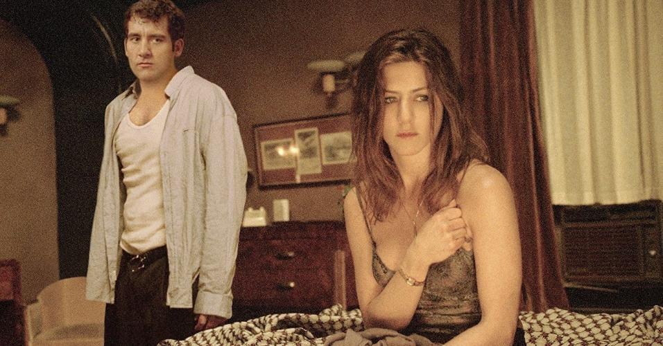 """Jennifer Aniston e Clive Owen em cena no filme """"Fora de Rumo"""" (2005)"""