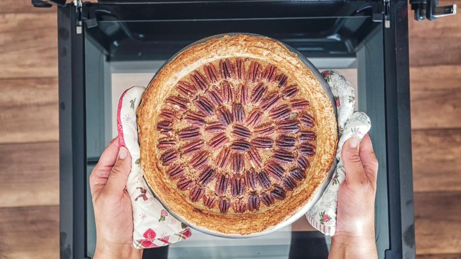 Colocar um bolo para assar pouco antes de o cliente chegar para visitar o imóvel ativa a memória afetiva - Getty Images