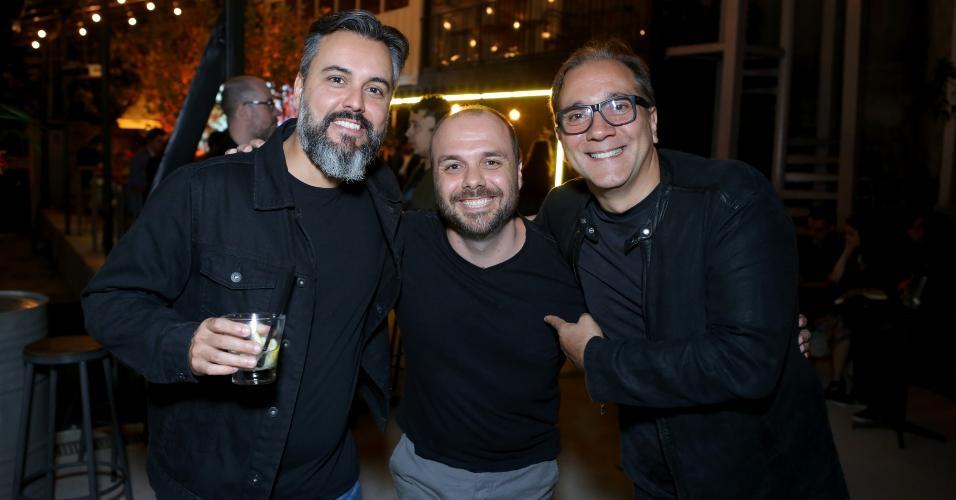 Renato Rocha, do Detonautas, Arthur Fitzgibbon e Bruno Gouveia do Biquini Cavadão, no Rio